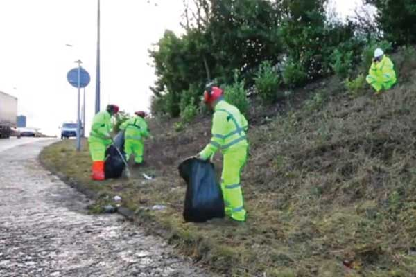 Campaigners rubbish Highways England's efforts to clear motorway litter